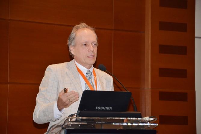 """Michael Magerstaedt dicta la charla """"Revestimiento Interno de Tuberías de Acero con Elastómeros de Alto Rendimiento para el Transporte de Pulpas de Minerales"""""""